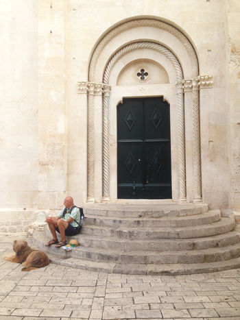 Beautiful and majestic entrance Arch Architecture Architecture Architecture_collection Croatia Design Detail Dog Door Doors Entrance Exterior Eye4photography  EyeEm Best Shots EyeEm Gallery Façade In Front Of Majestic Old Person Pet Sitting Stairs Stairs_collection Steps