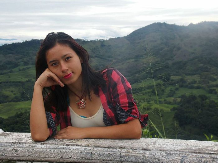 Cartago Kelly Una Paz En El Interior Portrait Young Adult Beauty One Person Only Women Looking At Camera Beautiful People Nature Front View Beautiful Woman Outdoors People