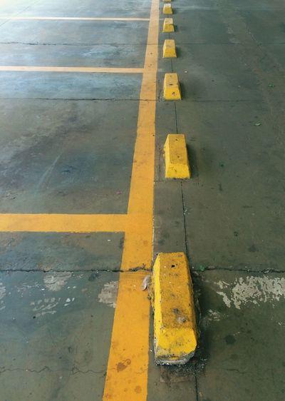 Yellow road marking