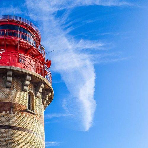 Nächste Runde! 👌 Wo steht dieser schöne Leuchtturm? 😌| Next round: Tell me where this lighthouse is! Lighthouses Lighthouse Photography Sunshine Herrentag Isle Leuchtturm Germanytourism Tourism Masstourism Home Team_photunique Sailing Shipping  Ship Waterkant Ostsee Baltic Balticsea