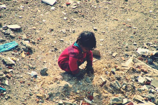 India Poor  Childhood Childlabour Struggle This Week On Eyeem Showcase March Newdelhi Challenge Society Here Belongs To Me EyeEmNewHere Resist The Secret Spaces ミーノー!! The Troublemakers