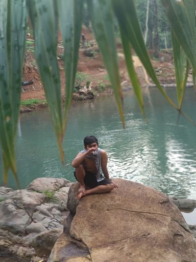 Water Tree Sitting Men Women River Forest Stream - Flowing Water Rock - Object Eco Tourism Waterfall Surf