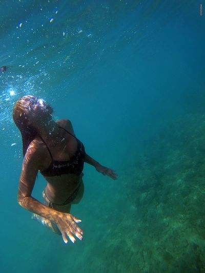 Young woman swimming undersea