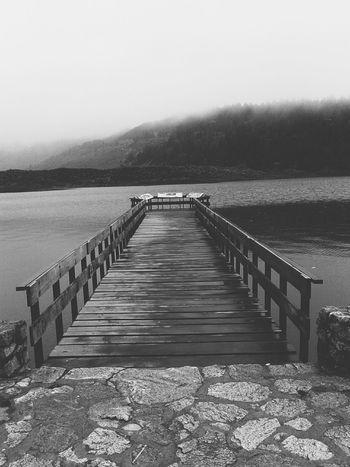 Laguna Mucubají, Mérida VZLA. Landscape_photography Landscape_Collection Water Reflections Montains    Monochrome Blackandwhite Photography Streetphotography Streetphoto_bw Sky_collection Landing Stage