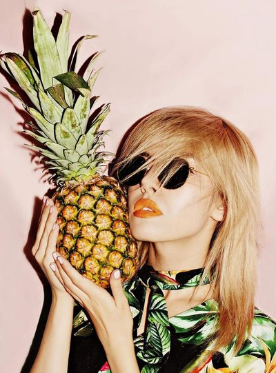 EyeEm Selects Fruits Pinapple Model Model Pose Model Photography Beauty Portrait Beautiful Woman likeforlike #likemyphoto #qlikemyphotos #like4like #likemypic #likeback #ilikeback #10likes #50likes #100likes 20likes likere EyeEmNewHere Fresh On Market 2017 My Best Photo