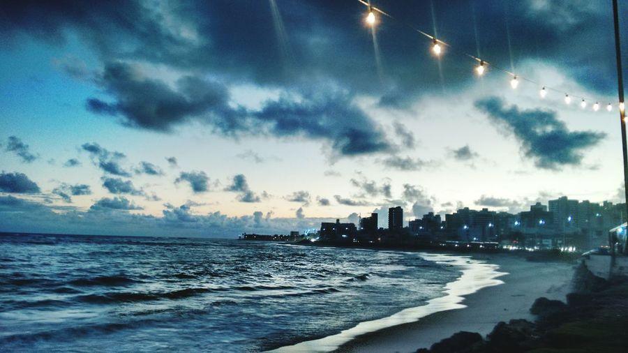 Sábio foi aquele que disse que a beleza está nos detalhes e nas coisas mais simples da vida. Final da tarde em Salvador! Enjoying The Sunset SalvadorBahiaBrasil Sunset_collection Sky And Clouds Orgulhodesernordestino Sunrise_sunsets_aroundworld