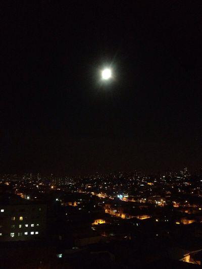 A cidade de Sampa iluminada pela luz da 🌕
