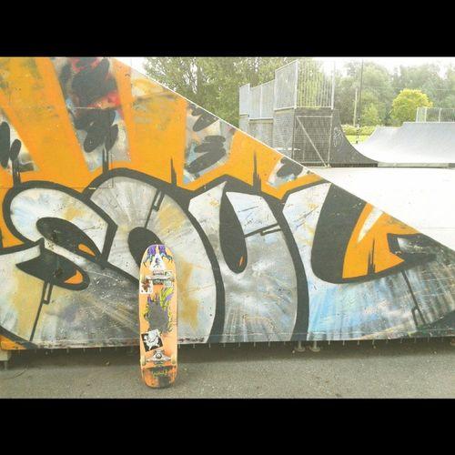 Friday Frontside @welcomeskateboards Graffiti Skateboarding