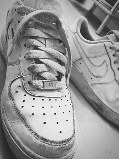 Les chaussures dont t'arrives pas à te séparer Authentic Nike Retro Forever OldShoes Blackandwhite Dirtyshoes Nikeairforce1