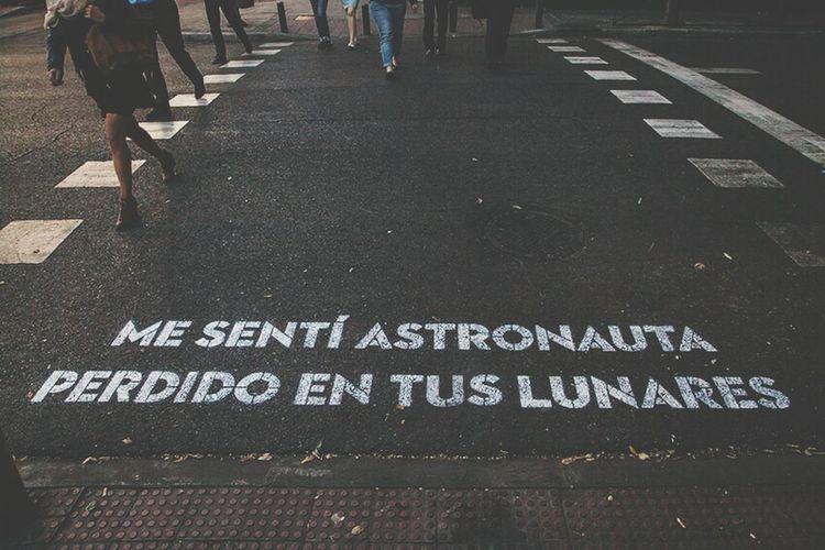 """""""Me sentí astronauta perdido en tus lunares."""" Madrid Leiva BoaMistura TeComeríaAVersos"""