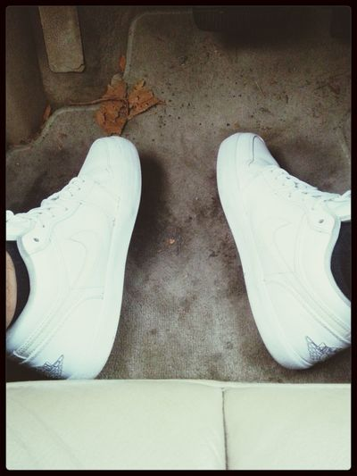 my nikes are clean and fresh , but my dirty as car -.- gotta fresh it and clean it .
