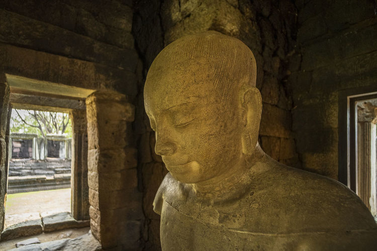 Sculpture of old buddha statue