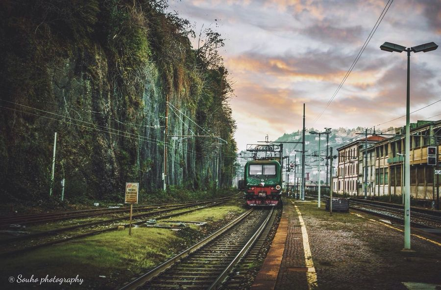 Share my love for photographs ... FOLLOW ME ❤️❤️ Train Leaves People Train No People Public Transportation (null)Editorial