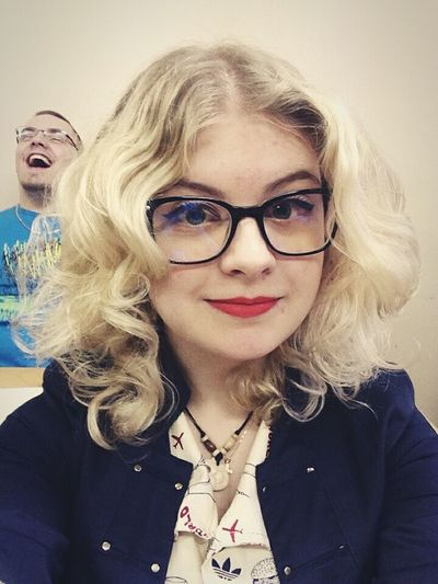 Background...😂 Blonde Girls In Glasses Hipster Pinup Red Lips Curly Self Portrait Girl