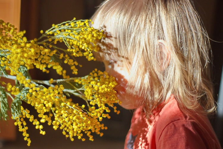 Child Childhood Mimosa Aromatic Sunlight Sunday People Portrait International Women's Day 2019 Women Blond Hair Blonde Girl Babygirl Flowers Flowerporn Yellow Flower Blue Eyes Pollen Sniffing Sniff PeopleZiesel777 Blink Squinting Sadness Close-up One Person Headshot Hairstyle Flower Yellow Springtime Decadence