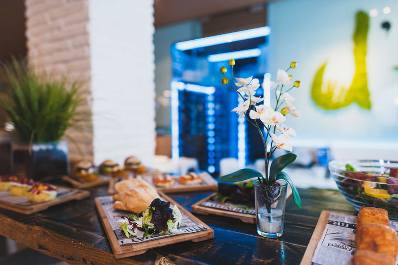 Architecture Building Exterior Built Structure Close-up Day Focus On Foreground Food Food And Drink Freshness Glass - Material Incidental People Indoors  Leaf Plate Potted Plant Ready-to-eat Restaurant Selective Focus Still Life Table