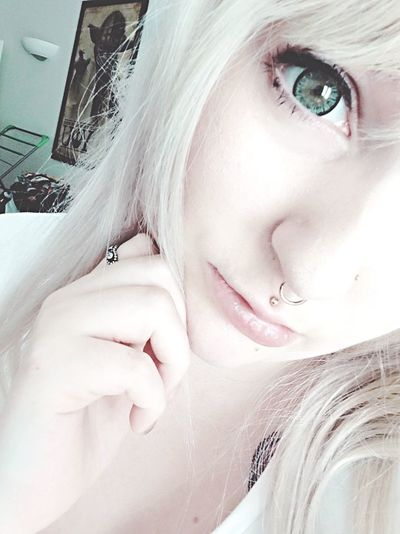 Why hello there! Blond Hair Portrait Close-up Selfie ✌ KAWAII