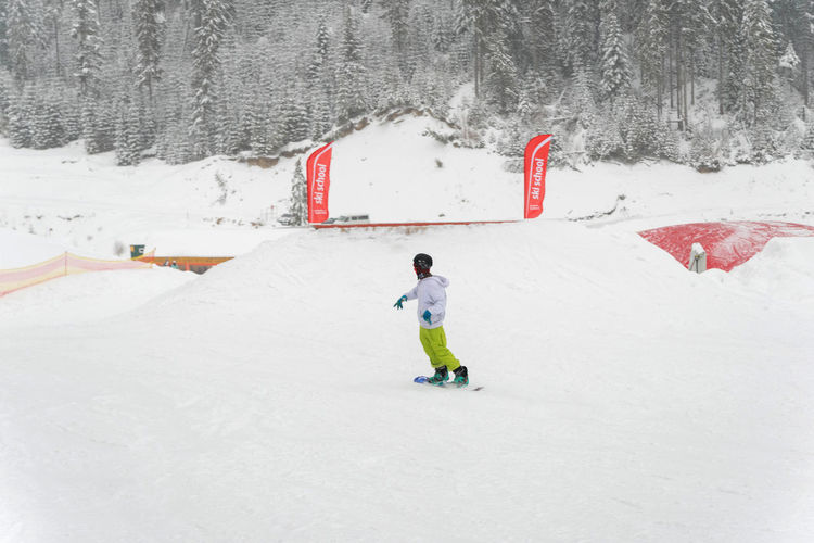 Snow Winter Cold Temperature Full Length One Person Real People White Color Lifestyles Covering Day Leisure Activity Field Sport Nature Men Land Child Childhood Warm Clothing Outdoors Extreme Weather Jumping Snowboarding Sckool