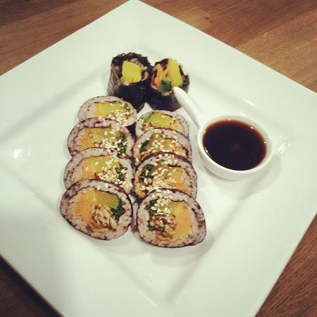 Korean Sushi for dinner tonight. Yummy What did u have? Korea Sushi Dinner Soy Rice Yummy Lecker Sojasosse Sesam Healthy