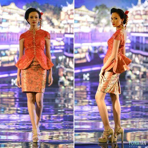 The Shanghainese by @wijaya_melia Talent @firosnf Appmijatim Appmi Romanceinspring Catwalk Fashiondesert Fashionweek Fashionmagazine Designer  Pfw Beautyshoot Pose Modelnesia Surabaya Cheongsam Qibao