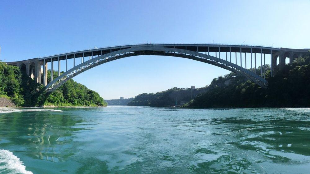 美加的桥梁