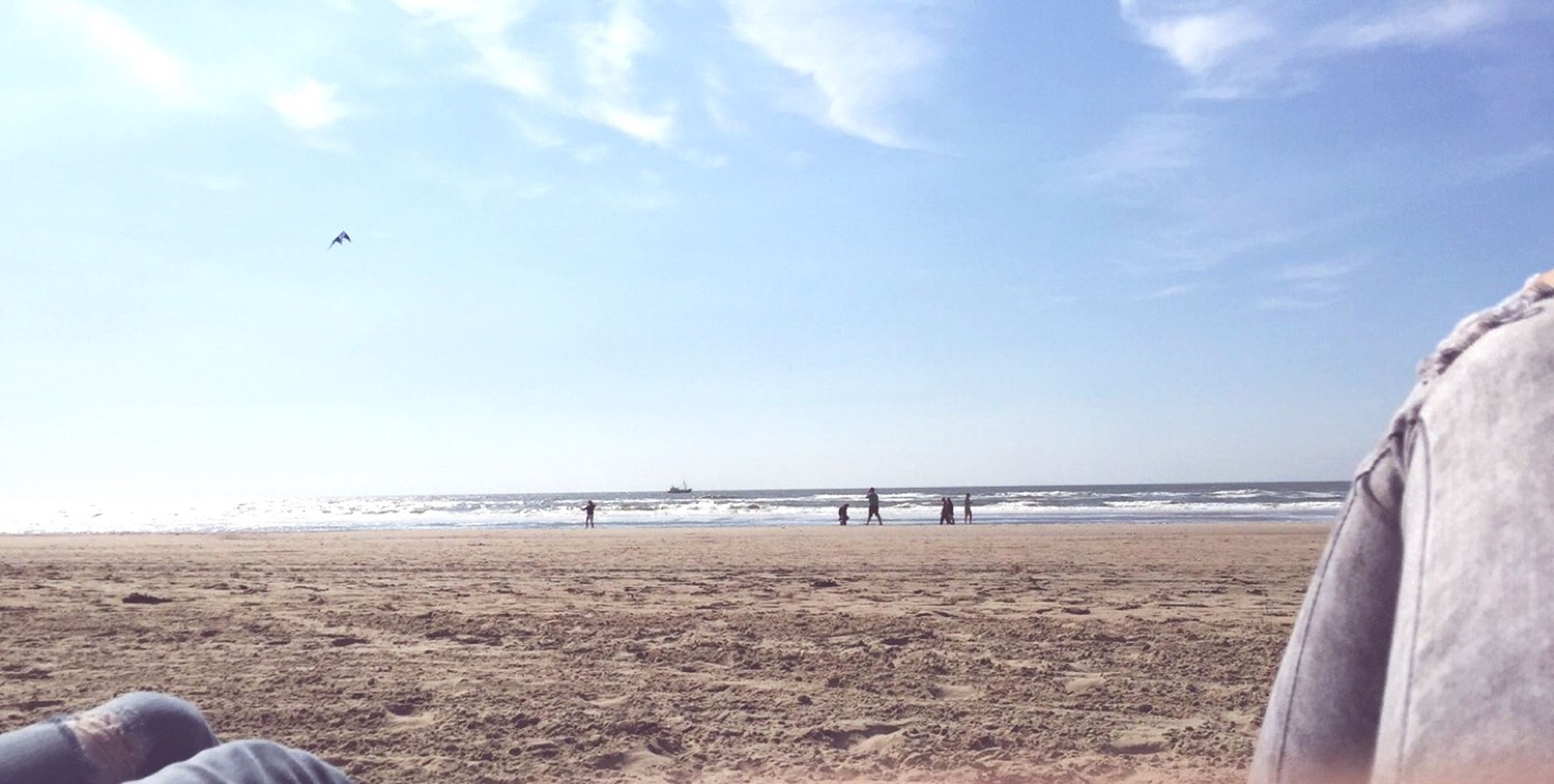 sea, beach, sand, leisure activity, men, lifestyles, sky, water, horizon over water, scenics, unrecognizable person, tranquil scene, shore, beauty in nature, nature, vacations, tranquility, travel