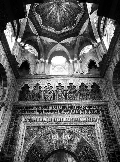 Textures and Surfaces Monochrome Black And White Mosque Arab Architecture Architecture Built Structure Indoors  Arch Building Pattern Low Angle View Place Of Worship Ceiling Religion Belief Spirituality No People Day History Travel Destinations The Past Architectural Column Ornate Architecture And Art