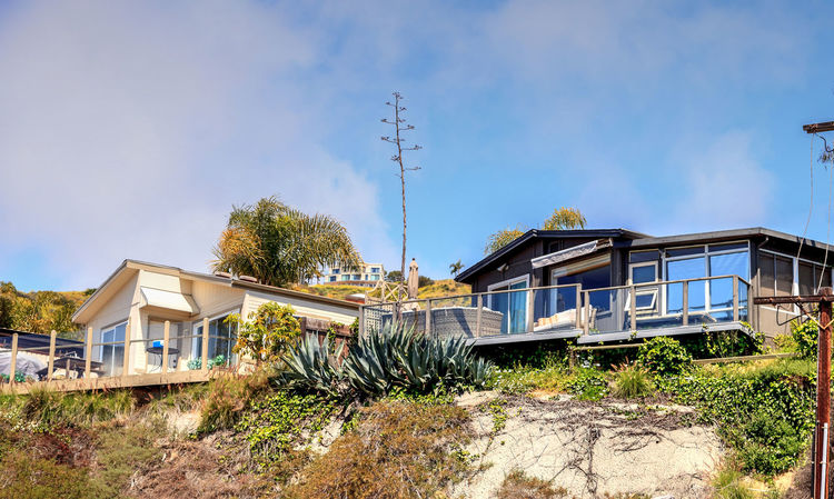 Laguna Beach, California, April 7, 2017: Prefabricated luxury mobile home on a hillside above the coastline of Laguna Beach. Architecture Blue Sky Building Exterior Built Structure California Coast Coastal Living Dana Point, Ca Day Hillside View House Luxury Mobile Home Mobile Home Nature No People Orange County Outdoors Sky Southern California Tree Vacation Living View