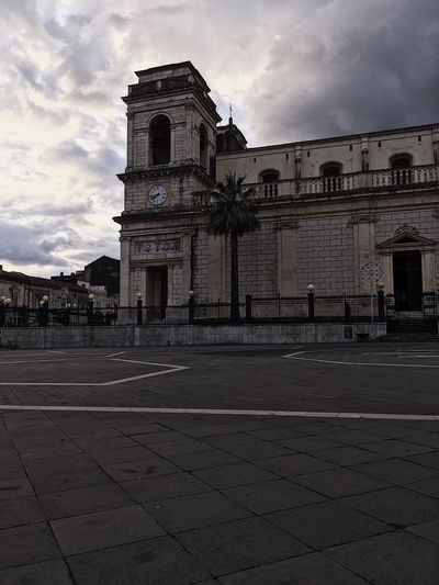 Streetphotography Italy Sicily Europe EyeEmBestPics Architecture Built Structure Sky Building Exterior Cloud - Sky Building Religion Place Of Worship Nature Spirituality City No People Belief The Past History Day Architectural Column Travel Destinations Outdoors