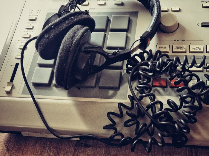 My faithful headphones are in heaven now... 😇 Headphones Headphone No People Technology Musical Instrument Drumcomputer Mpc3000 Cable Cable Salad Broken Broken Headphones Hiphop Culture HipHop Beatmaking Beatmachine