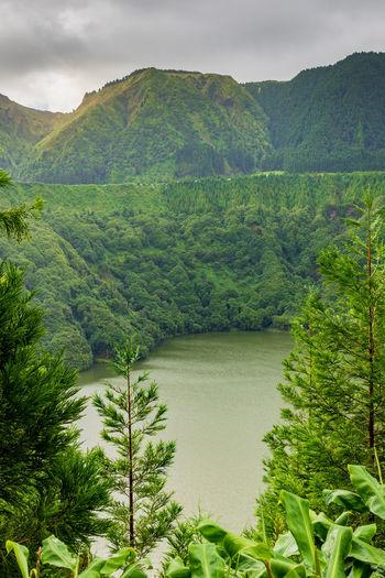 Viewpoint lagoa de santiago in sao miguel islands, azores. scenic view of volcanic lake