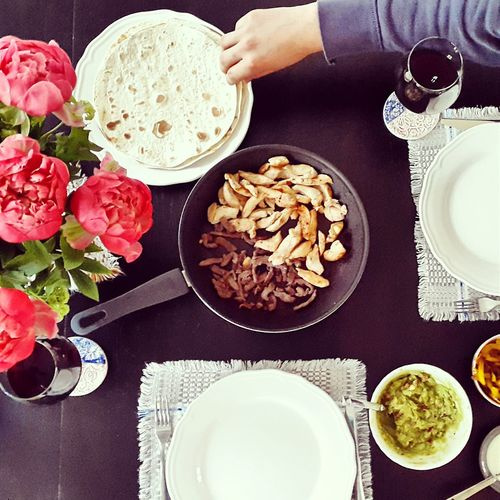 Brunch Fajitas Guacamole Mexican Food Peonie Flowers Table Setting Eat Good White Plate