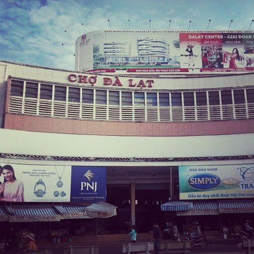 ตื่นเช้ามาเดินตลาดสักหน่อย ...- -; เวียดนามทริป เหมือนเดินทางไกล กล้ามขามาล่ะ เดินจนรองเท้าขาด dalat