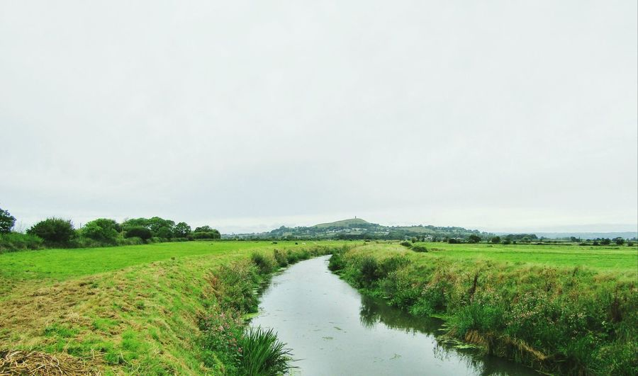 Tranquil Scene Grass Field Water River Banks Nature Nature On Your Doorstep Non-urban Scene Diminishing Perspective Flowing Beauty In Nature Riverbank Glastonbury Tor Landscape