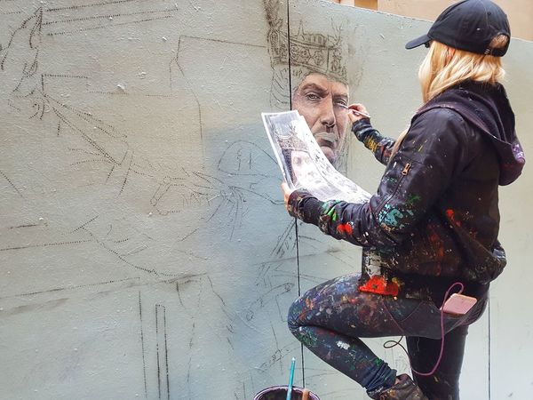 Art is everywhere!!The Street Photographer - 2017 EyeEm Awards Women Real People Lifestyles Hello World Streetphotography Street Art Urban Photography Colorful Photography Art Is Everywhere Myview Making Art Painting Drawing Artistic Expression Young Adult