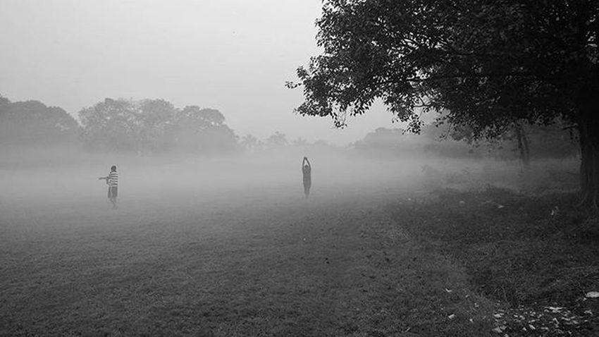 • Winter Mornings • . . Motog3 Chillintheair Fromwhereistand Mysimpleclick Minimalism Getgalvanised FogInMyFrame _cic _soi Calcuttacacophony _indiasb Everydaykolkata MaidanDiaries