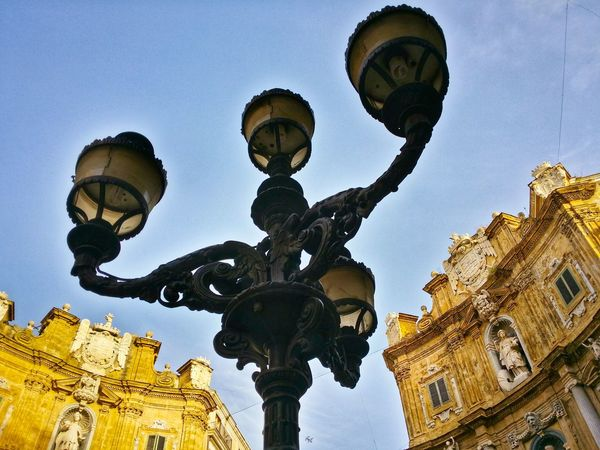 Quattro Canti Four Corners Palermo Sicily Italy Travel Photography Travel Voyage Traveling Mobile Photography Fine Art Architecture Backlight Looking Up Monumental Buildings Street Lights Mobile Editing Giallo A Palermo Tutti I Particolari In Cronaca Palermo Mellow Yellow