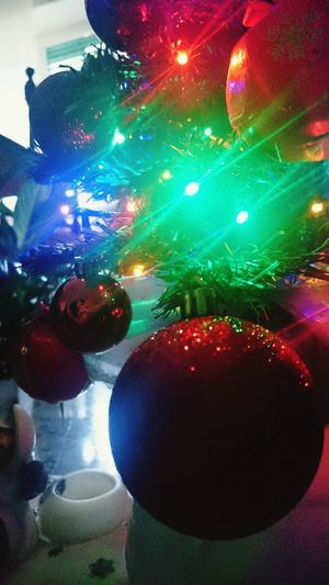 Hello World Enjoying Life Feelings Colors Letitsnowletitsnowletitsnow Joyeux Noël ! Christmas Tree Christmas Lights