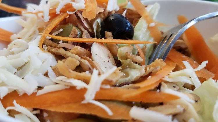 Salad Pretty Food Pretty Healthy Healthy Yum Olives Lettuce Carrots EyeEm Selects Close-up Food And Drink Shredded Cheddar - Cheese Served Grated Prepared Food Cheese Black Olive