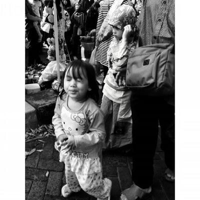 Ekspresi dalam Ceritapagi Pasar Sunmor UGM Yogyakarta INDONESIA Indah Thebeautyofindonesia Trip to Jogja Istimewa Lenovotography Blackandwhite Pocketphotography Photostory Lzybstrd Journey
