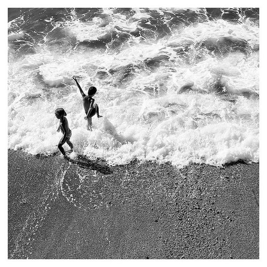 Real People Nature People Summer Sea Beach Water Tuscany Wave Outdoors Toscana Castiglioncello The Week On EyeEm Diquattro Marcodiquattro The Street Photographer - 2017 EyeEm Awards Children Playing Childrens Costa Degli Etruschi Lensculture Summer ☀ Black And White Friday Black And White Friday Be. Ready. EyeEmNewHere