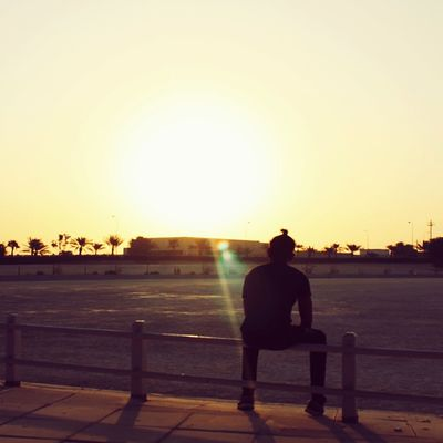 Sitting One Man Only Sunset One Person Only Men Adult Full Length Adults Only People Silhouette Outdoors One Young Man Only Clear Sky Men Sky Real People Young Adult City Nature Day Morning Light Morning Morning Sky Mañana Mañanasdefotografías
