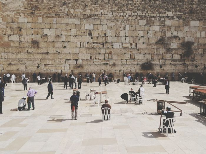 People against wailing wall