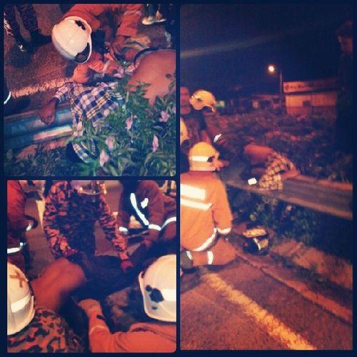 Pengajaran !!! jangan sesekali memandu ketika mabuk , ini padahnya , depan JAKEL Bbu Angsana johorbahru 27/4/2014 .