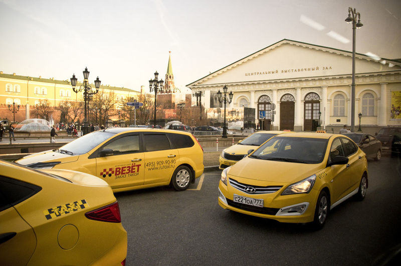 Check This Out EyeEm Best Shots EyeEmNewHere Hello World Moscow Moscow Traffic Moscow, Москва Russia Taxi Traffic Traffic Jam Building Exterior Car City City Street Mode Of Transportation Motion Sky Taxi Transportation Travel Yellow Yellow Color Yellow Taxi
