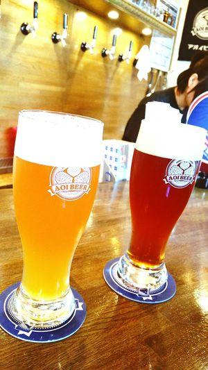 静岡駅前の AOI BEER さんにて。イスは6脚しかないんです。座れて得した気分!テイクアウトもありますよ。息子達は床屋さんです。 Drink Beer - Alcohol Drinking Glass Beer Glass 静岡市 ビール Hello World 乾杯