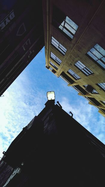 Looking up from an alley! Walking Around Taking Photos Check This Out Absorbing