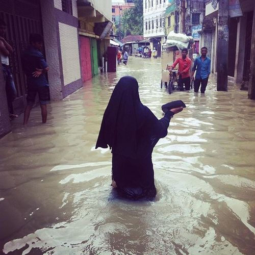 Water World ! 03.09.2015 Part of my documentary project. a woman wading through a flooded street in Chaktai,Chittagong as the tidal flood continues for more than a week. Js Jashimsalam Waterworld Documentary Photojoirnalism Flood Tidal Dailylife Burkha Veil Submerged Climate Change Sea Level Risingsealevel Environment Globalwarming Environmental Natgeo ICP Opensociety Portrait Natgeo Globalwarming everydayclimatechangecityinstagramchottogramchittagongbangladesheverydaybangladesh