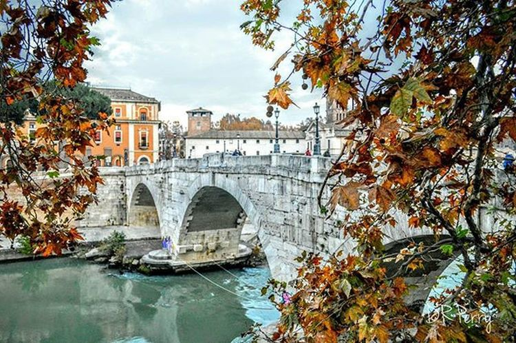 """FALLing Bridge"" Ponscestius Rome Roma Italy Italianarchitecture Italia Architecture Bridge Ponte Repostromanticitaly Lazio Photobydperry Fb WP Europe Topeuropephoto Top_italia_photo Noidiroma Discoverglobe Instatravel Myrome"