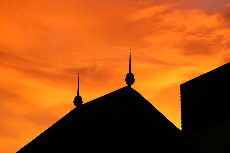 Golden Sunset Golden Hour Sunset Silhouette Spire  Architecture Sky Outdoors Urban Nature Architecture Silhouette London In Colours Night Photography Night Lights Urban Perspectives Urban Exploration Urban Photography Urban Skyline Night Light Sillouettes And Sunsets Sillouettes